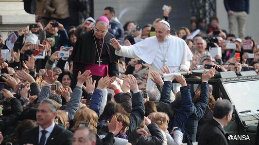 Papa Francesco a Pompei: il Rosario è arma di pace e di perdono