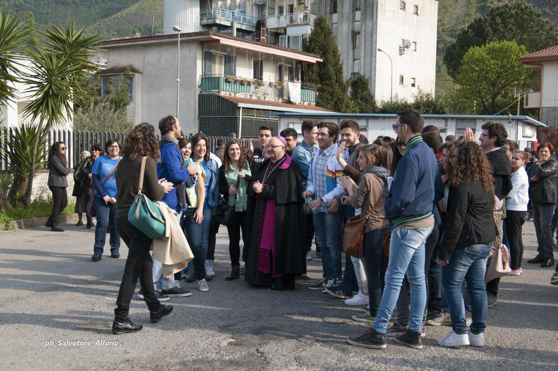 12 aprile 2014 – Giornata diocesana dei giovani nel quartiere popolare Montevescovado di Nocera Inferiore.