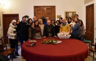 Il Vescovo con i giornalisti