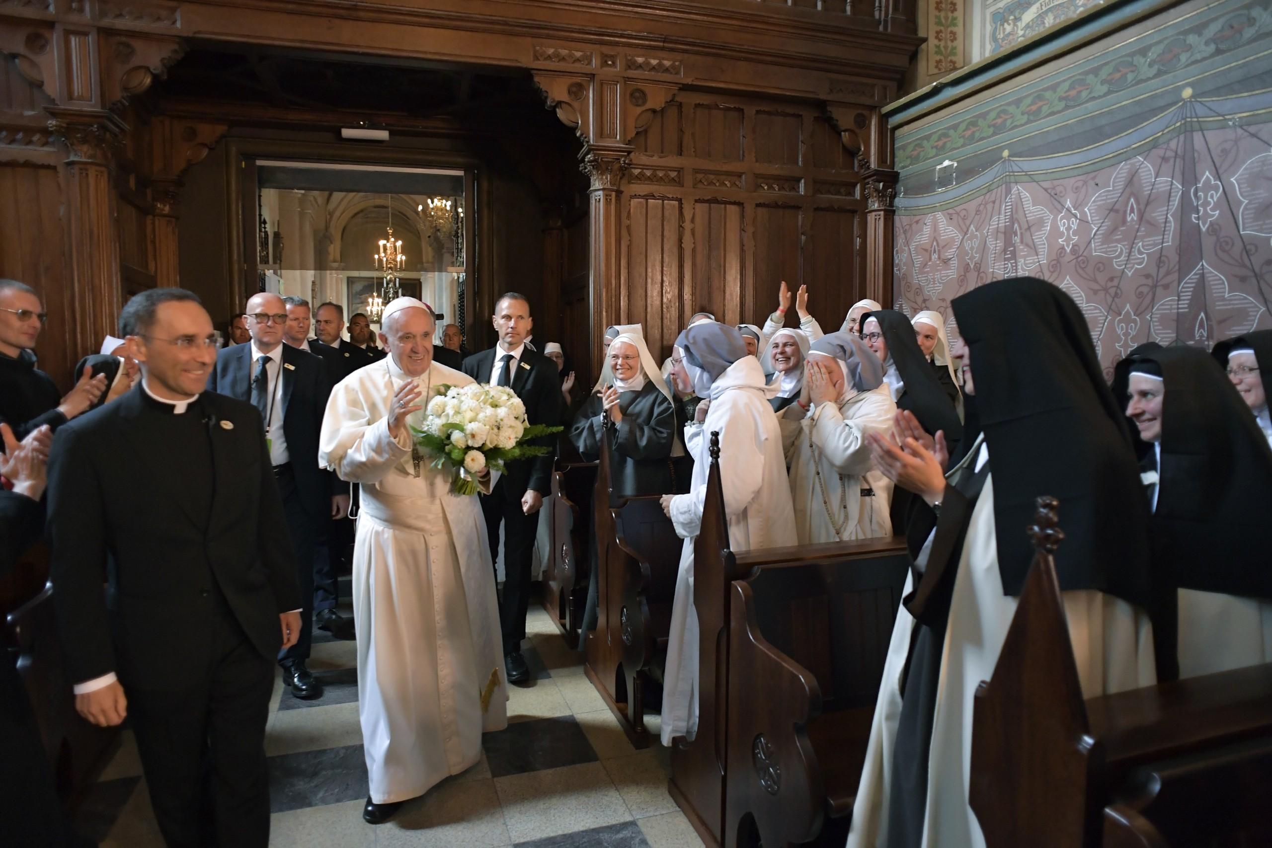 Il Papa con i religiosi